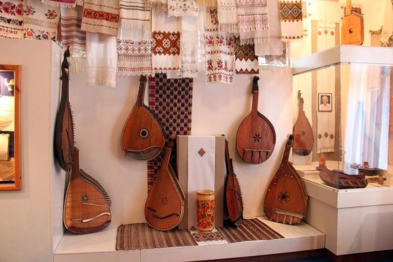коллекция бандур Алексея Нырко еще в музее Леси Украинки