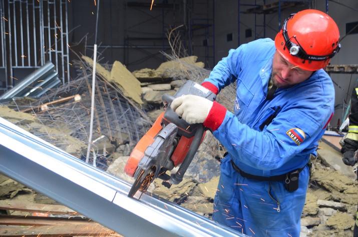Фото с места ЧП в Севастополе: обрушение крыши кадетского ...: https://investigator.org.ua/news/134889/
