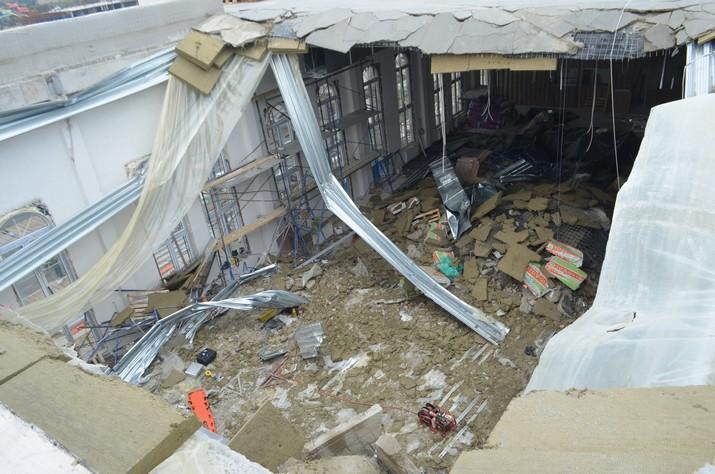 Фото с места ЧП в Севастополе: обрушение крыши кадетского ...: http://investigator.org.ua/news/134889/