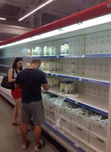 Супермаркет в Симферополе, отдел молочной продукции, 15.08.14. Фото: facebook.com/alina.kuyun
