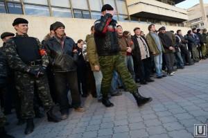 31419_Krim_Deny_pered_referendumom__opolchenie_boytsi_samooboroni_priziv_1395029949_original