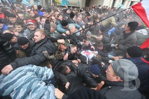 Пророссийские активисты на митинге 26 февраля 2014 года