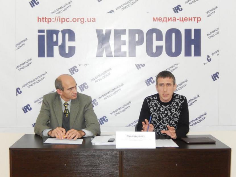 Юрий Кравченко (справа)