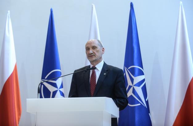Глава Минобороны Польши Антони Мацеревич Фото: PAP/Marcin Obara