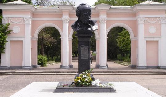 ВСимферополе оккупанты неразрешили провести митинг памяти Тараса Шевченко