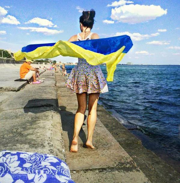 Девочка говорит, что это фото ей дорогого стоило, но для нее Крым - это Украина Фото: Instagram