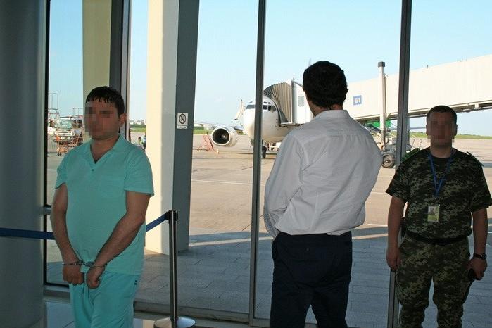 Таможенники задержали 2-х человек, причастных кдеятельности террористической организации «Исламское Государство»