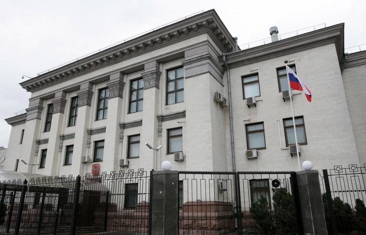 Вгосударстве Украина небудут усиливать охрану диппредставительствРФ вдень выборов