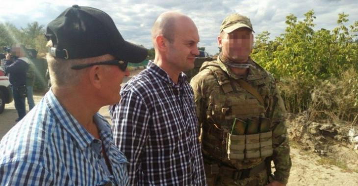 Сотрудник ООН Юрий Супрун (в центре)