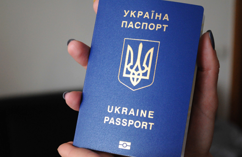 ГМС: практически 9 тыс. крымчан получили украинские паспорта после аннексии полуострова