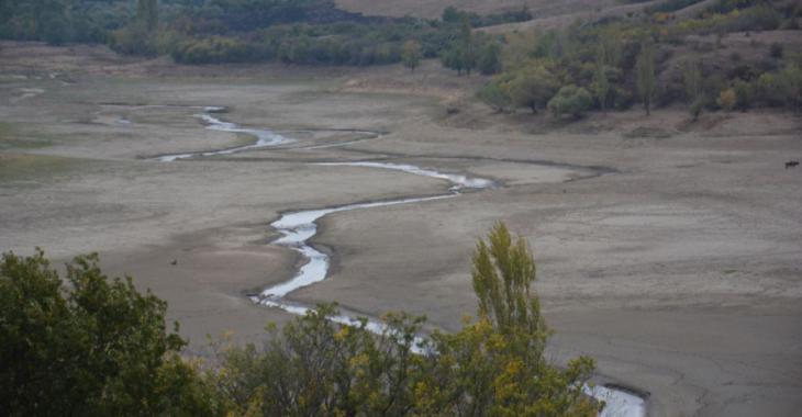 Пересохшее Белогорское водохранилище в Крыму 30 сентября 2016 года Фото: RFE/RL