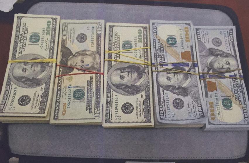 Молдавского предпринимателя задержали напередаче $75 тыс. взятки военному прокурору— Луценко