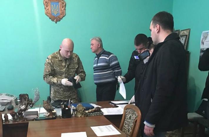 ГПУ заподозрила главу Львовской тюрьмы вполучении взятки