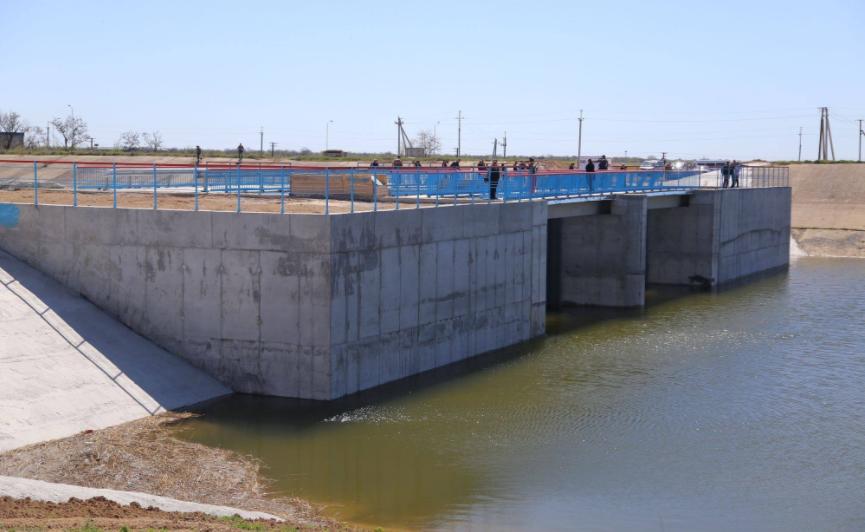 Украина возвела дамбу для блокирования подачи воды вКрым