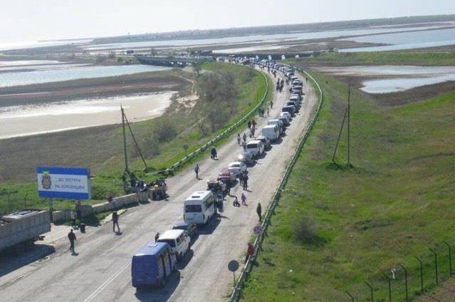 Оккупанты закончили пропуск вКрым напротив Чонгара иЧаплинки