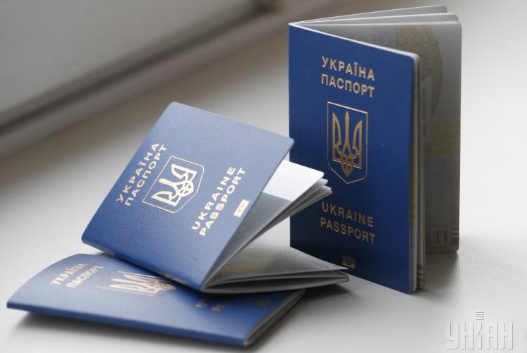 Порошенко попросили защитить право граждан Донбасса набезвизовый режим сЕС