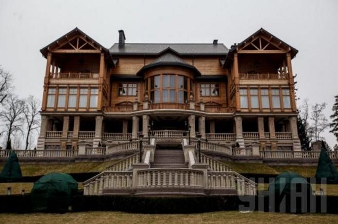 Суд признал недействительными договоры овыведении «Межигорья» изгоссобственности
