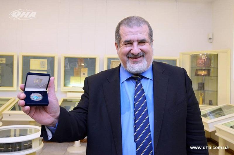 НБУ презентовал монету вчесть 100-летия первого Курултая крымскотатарского народа