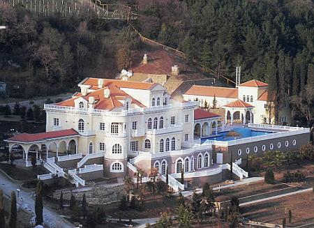 В интернете выставили фото строительства бассейна на даче Януковича в Магараче   24c1c5a da2