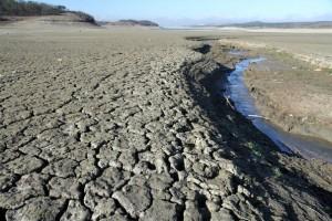 Власти Симферополя не исключают возможности возникновения чрезвычайных ситуаций в связи с падением уровня водохранилищ, питающих город.
