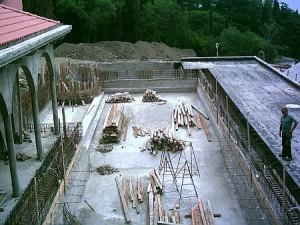 В интернете выставили фото строительства бассейна на даче Януковича в Магараче   8f365cd ba1 300x225