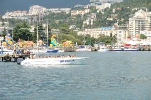 В ялтинском порту до сих пор осуществляют экстрим прогулки на скоростных катерах   DSC09638 300x199