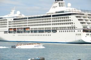 В ялтинском порту до сих пор осуществляют экстрим прогулки на скоростных катерах   DSC09642 300x199
