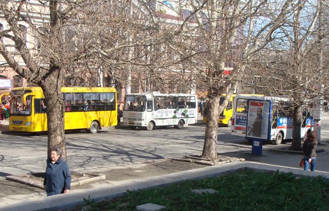 Сегодня в Симферополе вступила в силу новая схема дорожного движения пассажирского транспорта, но маршрутные такси...