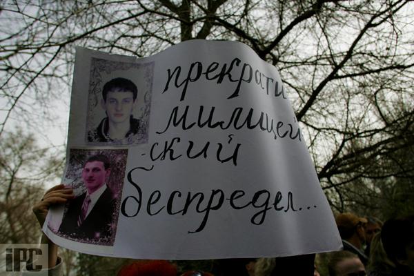 В Феодосии на митинге по случаю резонансного ДТП с участием сотрудника СБУ требуют крови, фото-12