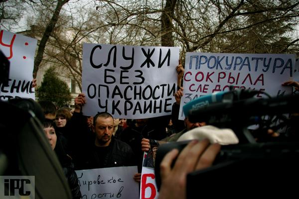 В Феодосии на митинге по случаю резонансного ДТП с участием сотрудника СБУ требуют крови, фото-9