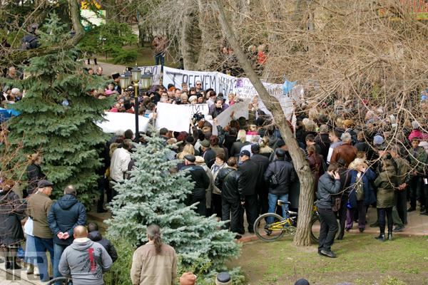 В Феодосии на митинге по случаю резонансного ДТП с участием сотрудника СБУ требуют крови, фото-6