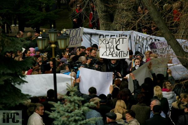 В Феодосии на митинге по случаю резонансного ДТП с участием сотрудника СБУ требуют крови, фото-5