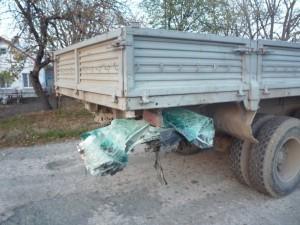 В Крыму «Лексус» столкнулся с КАМАЗом и микроавтобусом: водитель в коме   P1060753 1024x768 300x225