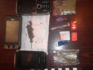 У арестанта симферопольского СИЗО изъяли мобильные и наркотики   P4241117 300x225