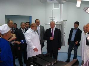 Азаров открыл оперблок Ливадийской больницы   livadia hospital azarov2 300x225
