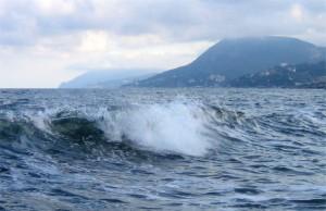 В Ялте штормом смыло двух человек, один утонул   photoreport 99 7211 300x1941