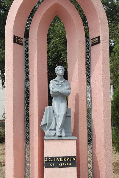 На новый памятник десантникам в Керчи потратят миллион. О реконструкции аварийного подумают позже   pushkin1